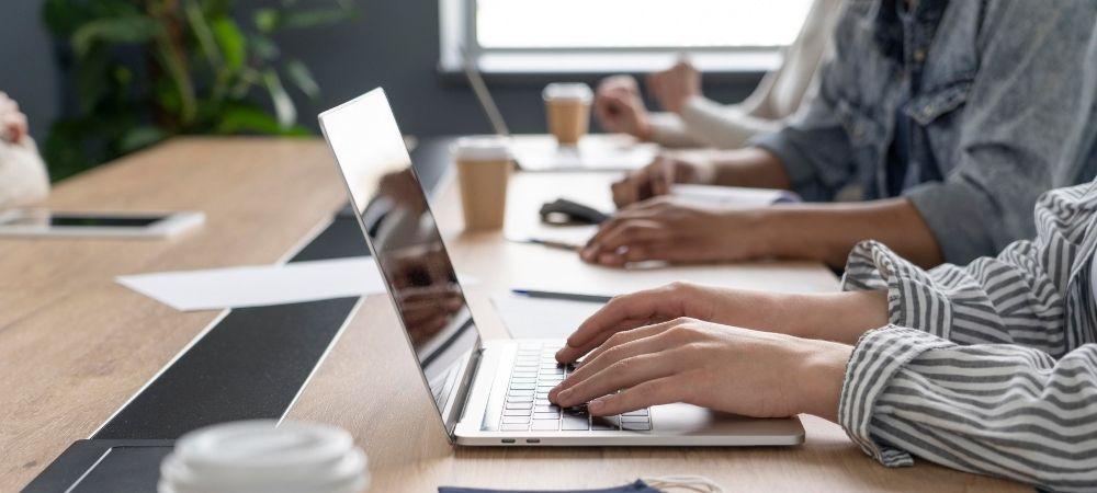 hnz-consultoria-e-treinamentos-blog-quais-sao-as-diferencas-entre-empresas-saas-e-softwares-convencionais