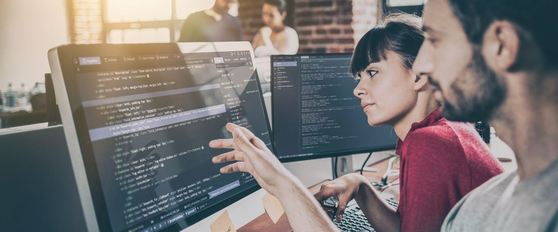 Por que um repositório único de código fonte é essencial para o aprendizado organizacional?
